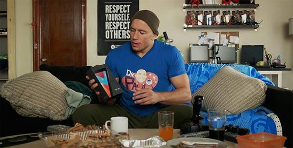 Google Nexus 7: unboxing di Patrick Boivin con Georges St-Pierre