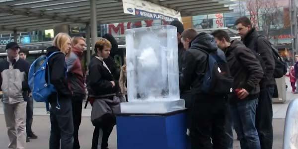 Nokia Lumia 800 sotto ghiaccio