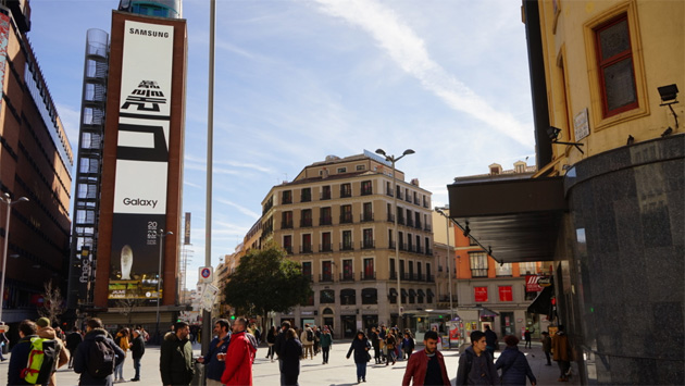 Samsung Galaxy Unpacked 20 febbraio 2019 - manifesti 'The Future Unfolds' in Callao Square, Madrid