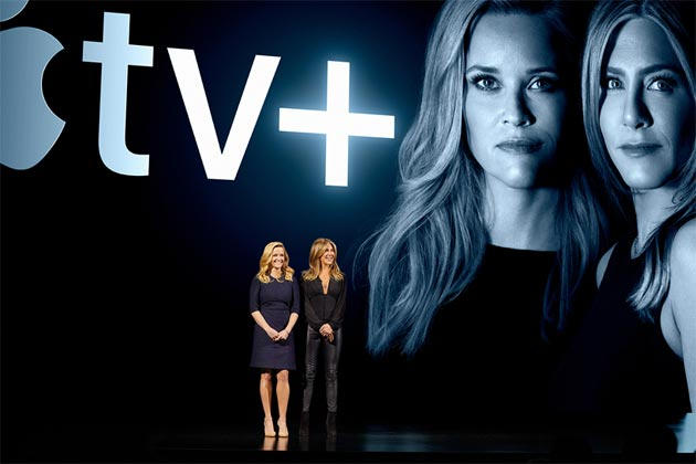 Reese Witherspoon e Jennifer Aniston sul palco dello Steve Jobs Theater