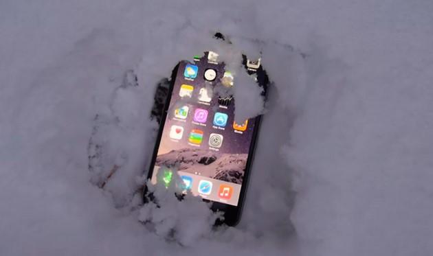 Apple iPhone 6 resiste sotto la neve