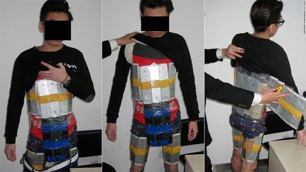 Cina, arrestato per contrabbando di 94 iPhone legati al corpo