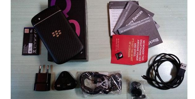 Video unboxing BlackBerry Q10 con OS 10.2