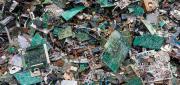 Tecnologia che si Autodistrugge, utenti a rischio di obsolescenza programmata e rifiuti alle stelle