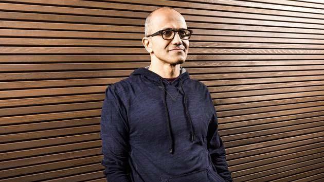 Microsoft lavora sul 'dispositivo mobile finale' rivela il CEO Satya Nadella
