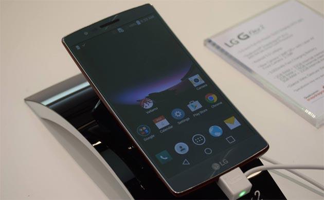 LG G Flex 2 Italia da Marzo in vendita a 700 euro