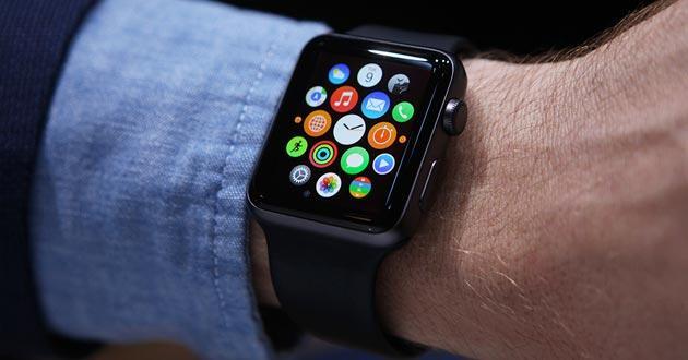 Smartwatch, canadese multato per aver usato Apple Watch alla guida