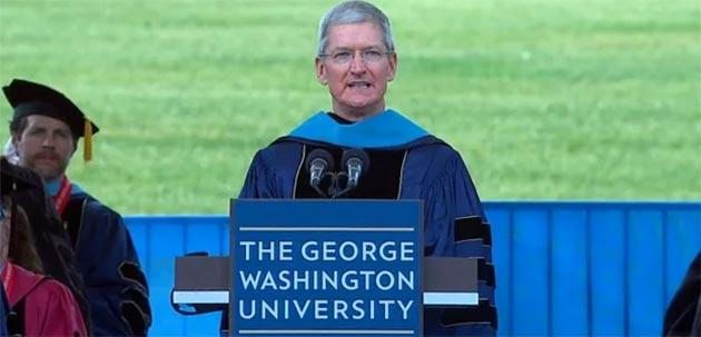 Tim Cook invita neo laureati a cambiare il mondo