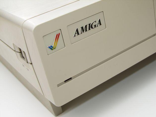 Commodore festeggia 30 anni di Amiga 1000 reso celebre da Andy Warhol