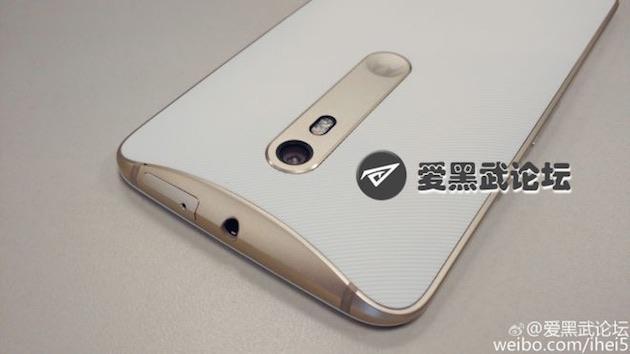 Motorola Moto X 2015 si mostra nelle prime immagini dal vivo