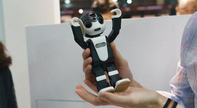 RoboHon, il telefono robot di Sharp visto in anteprima al MWC 2016