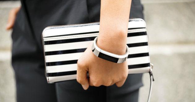 Fitbit Alta, fitness tracker alla moda con display OLED da 139 euro