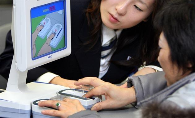 Giappone, pagamenti con le impronte digitali in test