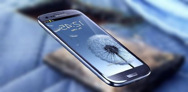 Samsung Galaxy S3 esplode sul letto dove forma un buco
