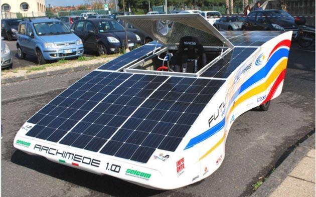 Archimede Solar Car, auto elettrica rivestita di pannelli solari