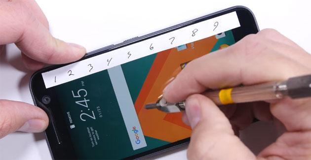 HTC 10: test resistenza a flessione, fuoco, graffi