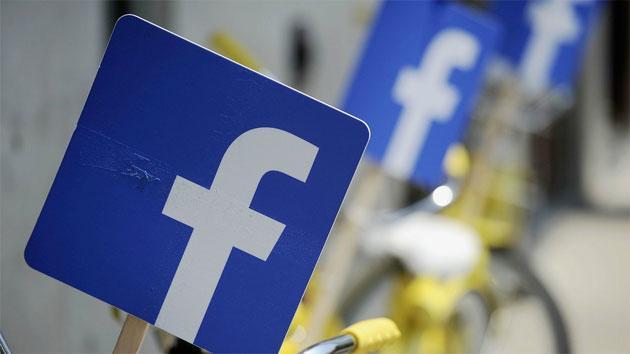 Foto Facebook prepara strumento per gestire password di altri siti