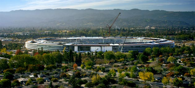 Apple Park, video del nuovo campus Apple visto da un drone. Apre in Aprile