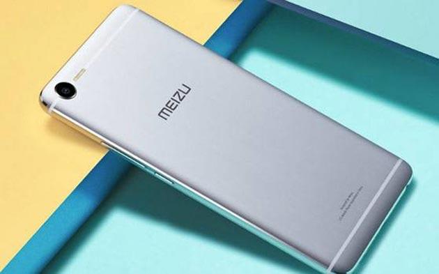 Meizu E2, smartphone con 4 LED al fianco della fotocamera