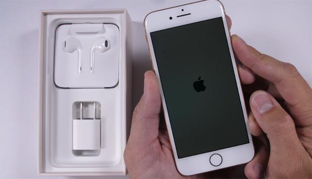 Apple iPhone 8, test di resistenza del vetro a graffi, fuoco e piegatura