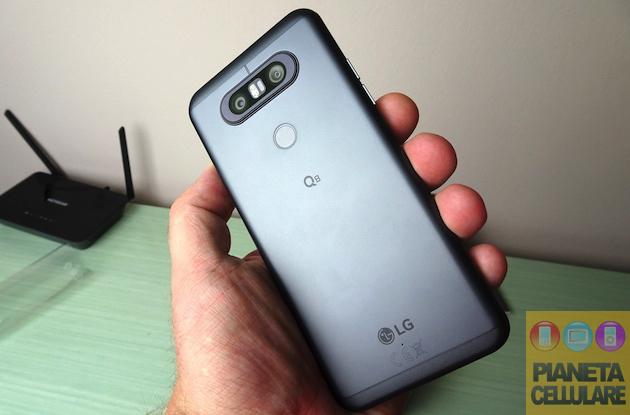 Recensione LG Q8 con doppio display, doppia fotocamera e DAC audio