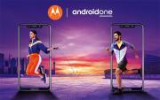 Foto Motorola One con Android One e notch in Italia