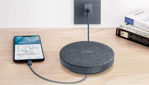 Huawei lancia disco esterno 1TB con backup automatico dello smartphone mentre ne ricarica la batteria