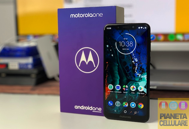 Foto Recensione Motorola One, Android One e Notch a 299 euro