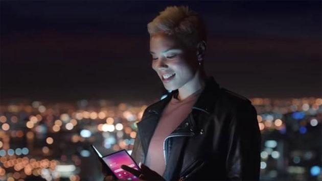 Foto Samsung dispiega il futuro: nuovo teaser per il dispositivo pieghevole in arrivo il 20 febbraio