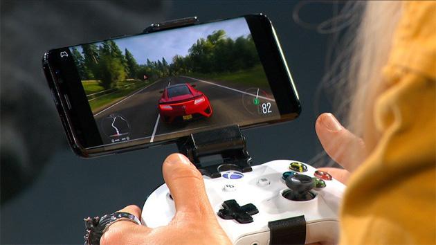Microsoft mostra in azione Project xCloud, suo servizio di giochi in streaming per smartphone e tablet