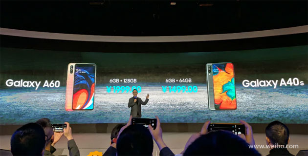 Foto Samsung Galaxy A60 con Display Infinity-O e A40s ufficiali in Cina