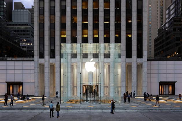 Apple Store Fifth Avenue ha riaperto, 24 ore su 24 tutti i giorni