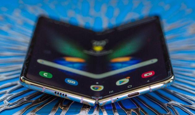 Samsung Galaxy Fold danneggiato dopo un giorno di test, ci risiamo