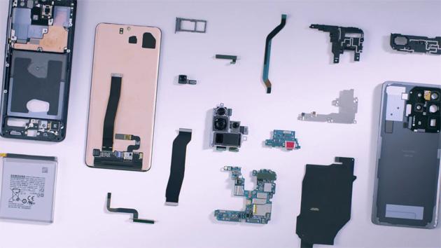 Samsung mostra i componenti del Galaxy S20 Ultra: guardiamo lo smartphone mentre viene assemblato