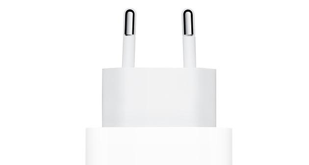 Apple e Samsung potrebbero escludere il caricabatterie dalle confezioni dei nuovi telefoni