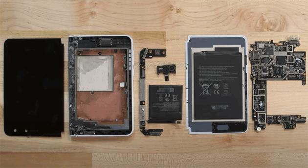 Surface Duo smontato: entriamo nel pieghevole di Microsoft
