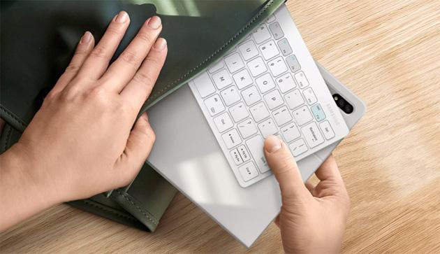 Samsung Smart Keyboard Trio 500, compatta e trasportabile tastiera con funzioni intelligenti per smartphone e tablet