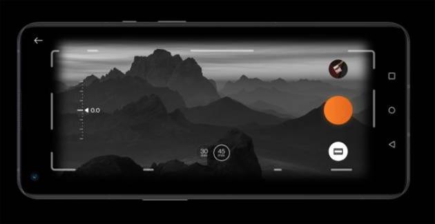 OnePlus rievoca la fotocamera XPan di Hasselblad