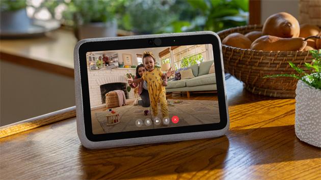 Facebook lancia due nuovi smart display Portal, uno anche portatile
